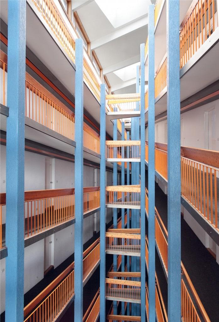 Cage d'escalier Charlotte Perriand NicolasJoly_LesARCS46926C2