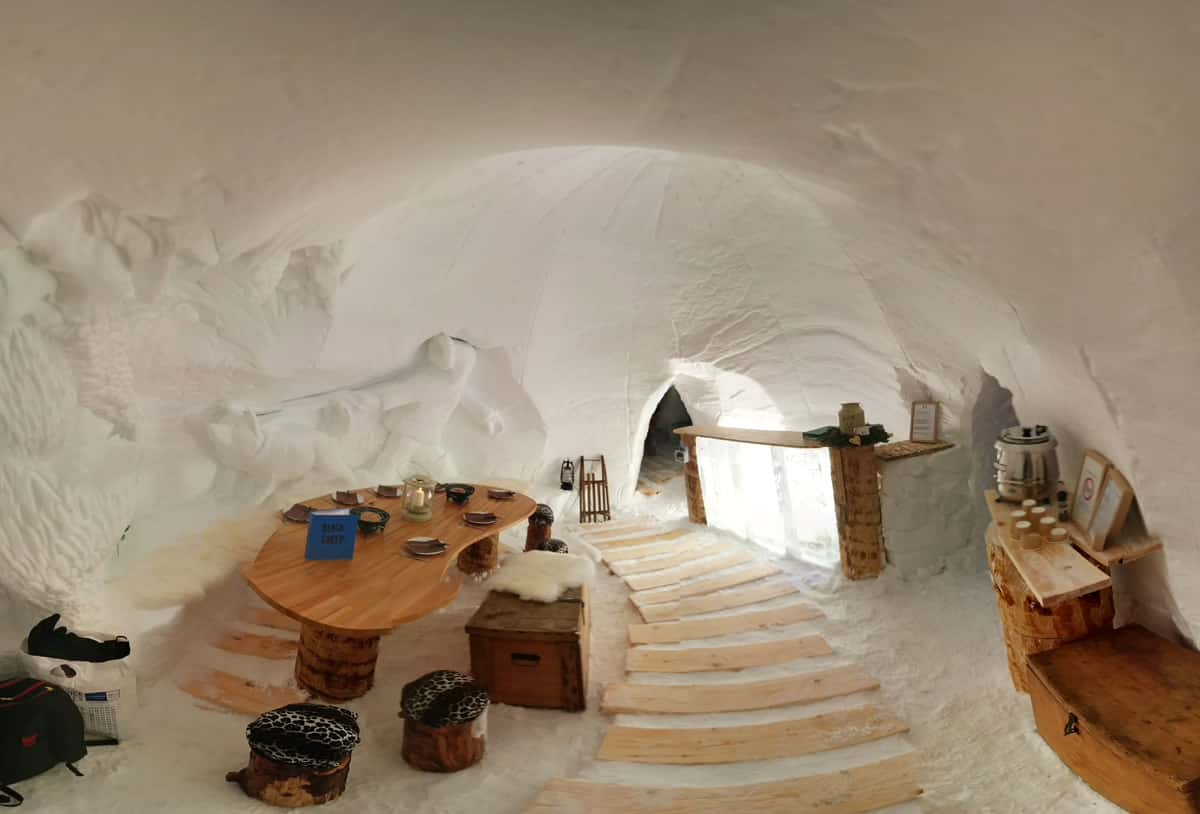 insolite dormir dans un igloo dans les alpes alti mag. Black Bedroom Furniture Sets. Home Design Ideas