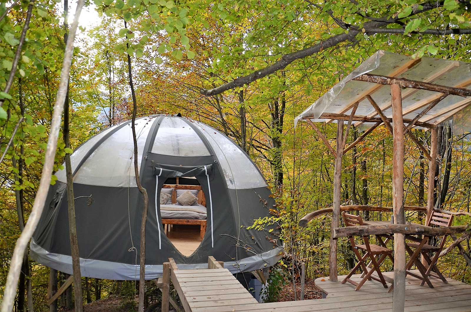 a saint jean d 39 aulps des bulles perch es pour dormir la t te dans les toiles alti mag. Black Bedroom Furniture Sets. Home Design Ideas
